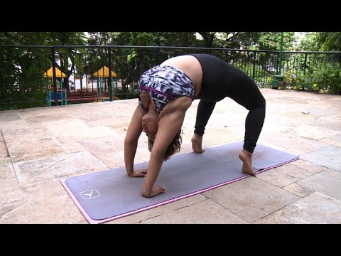 Indian Woman Defies Body Stereotypes Through Yoga Youtube