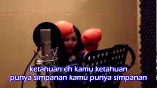 Repeat youtube video Salah Kamar Regina dan Farhat Abbas