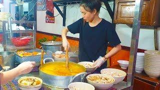 Em gái xinh đẹp bán BÁNH CANH CUA SÒ ĐIỆP hút khách ở Sài Gòn