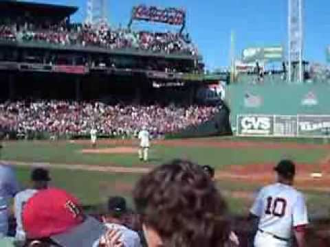 Carl Yastrzemski throws out first pitch 9/22/13