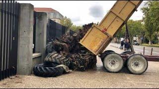 Avignon : les agriculteurs devant les grilles de la préfecture
