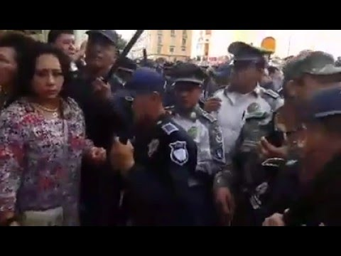 Javier Duarte manda a la policía a desalojar pensionados