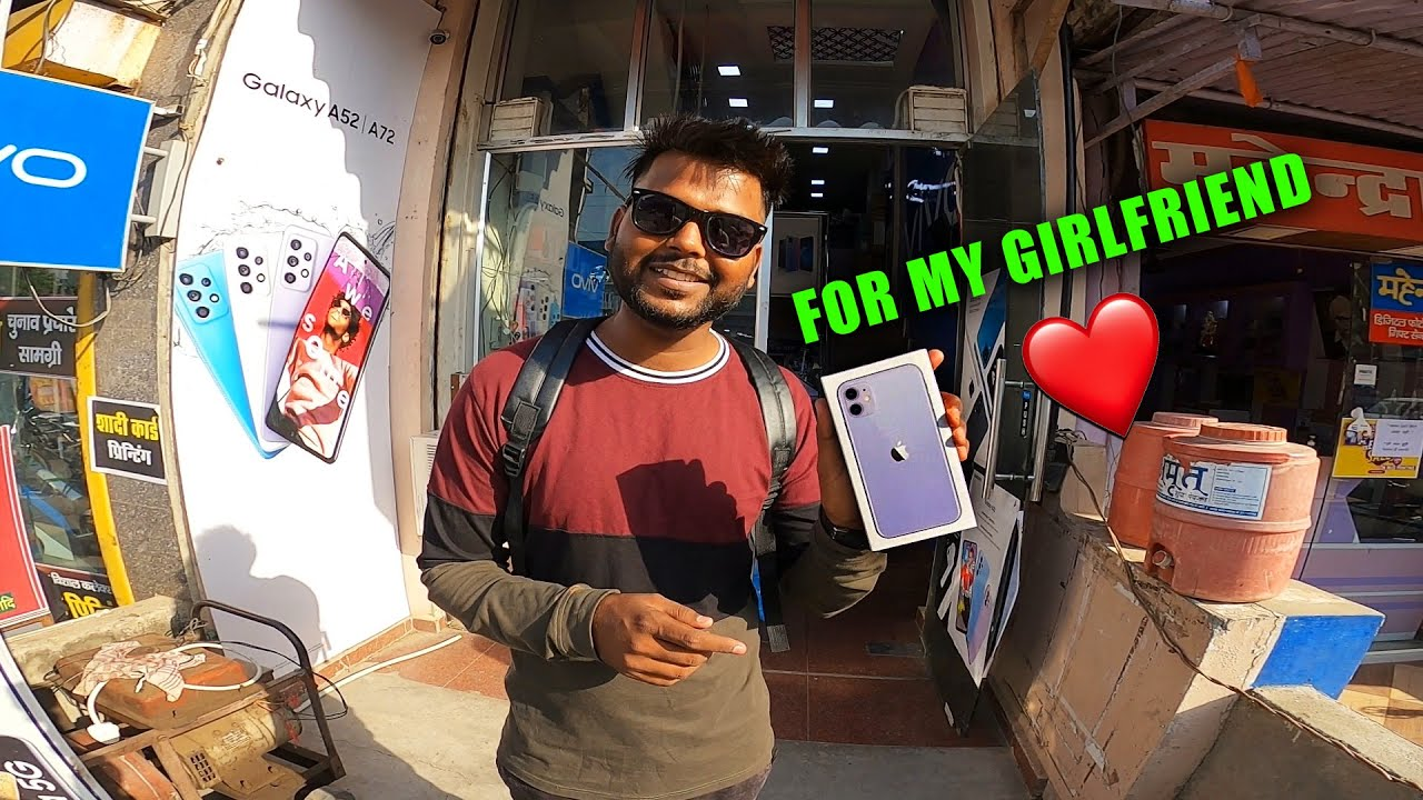 Buying Iphone 11 for My Girlfriend ❤️ My Family Reaction 😳