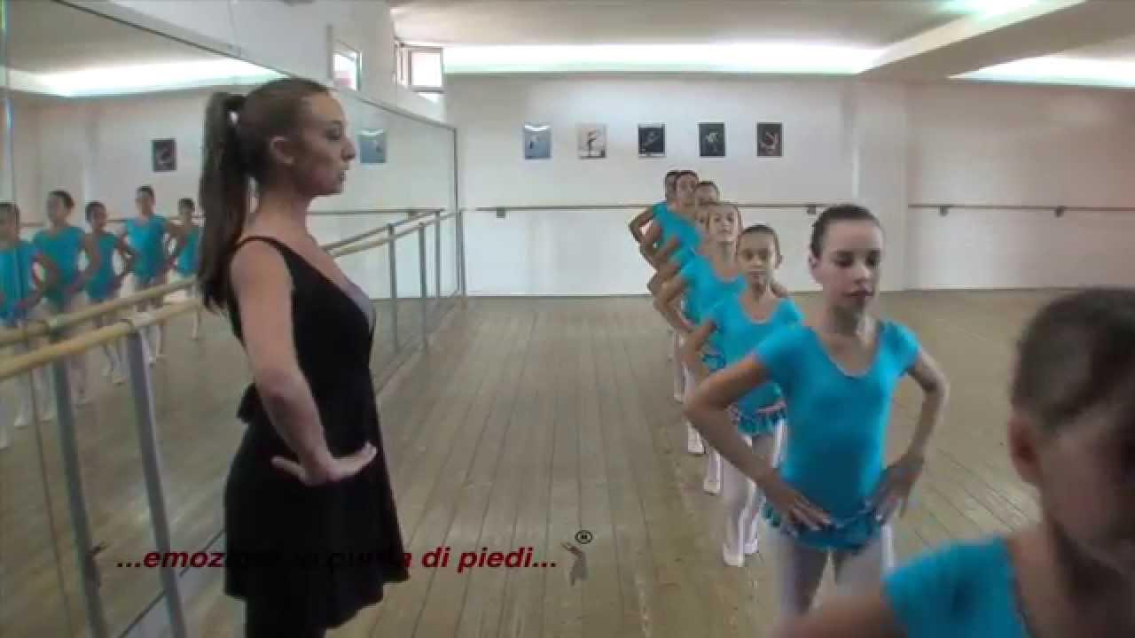 Emozioni in punta di piedi scuola di danza youtube for Arredamento scuola di danza