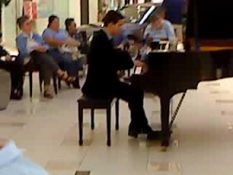 aventura mall pianist