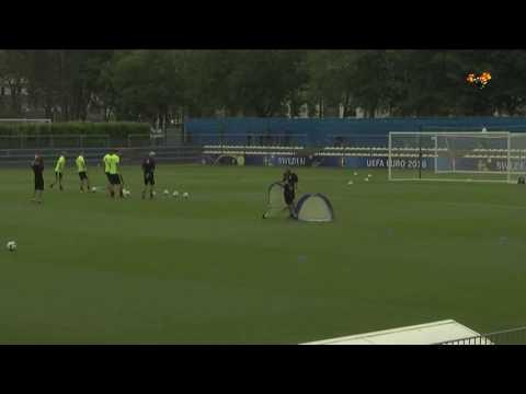 Engelsk media ifrågasätter Zlatan efter Sveriges första träning