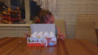 Открываем яйца Киндер Джой,Тачки и другие прикольные игрушки!!!!Много киндеров
