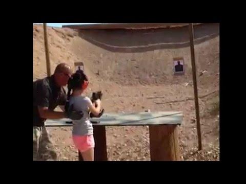 Download Menina de nove anos mata instrutor de tiro