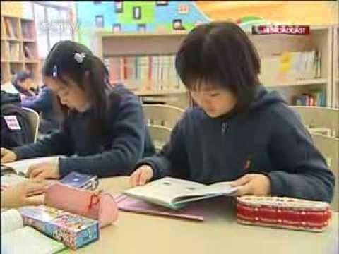 Parents in Shanghai discuss spending red envelope cash
