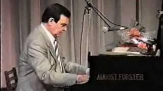 Муслим Магомаев за роялем