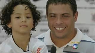Mãe do filho de Ronaldo conta que o ex-jogador demorou para assumir a criança