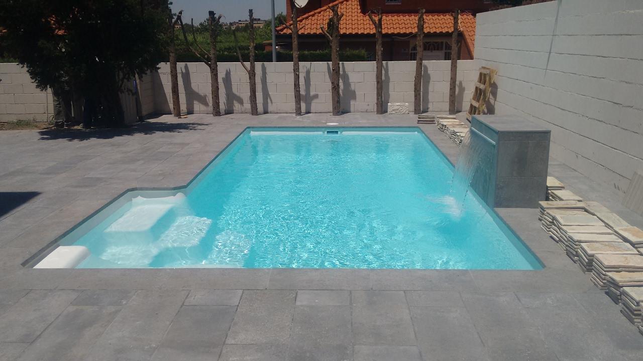 Piscinas compactas 5l y 6l iberfibra youtube for Multiforma piscinas