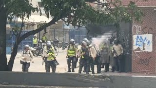 Venezuela: Clashes erupt at 'mother of all protests'