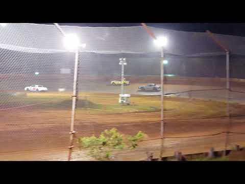 Factory Stock Feature Race @ 105 Speedway 5/25/18