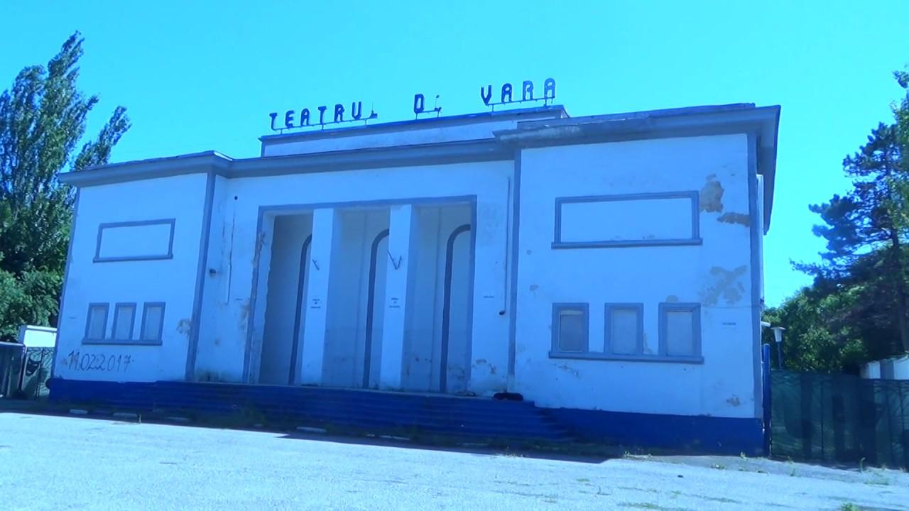Teatrul de vara din statiunea Eforie Sud este in pericol de prabusire - YouTube