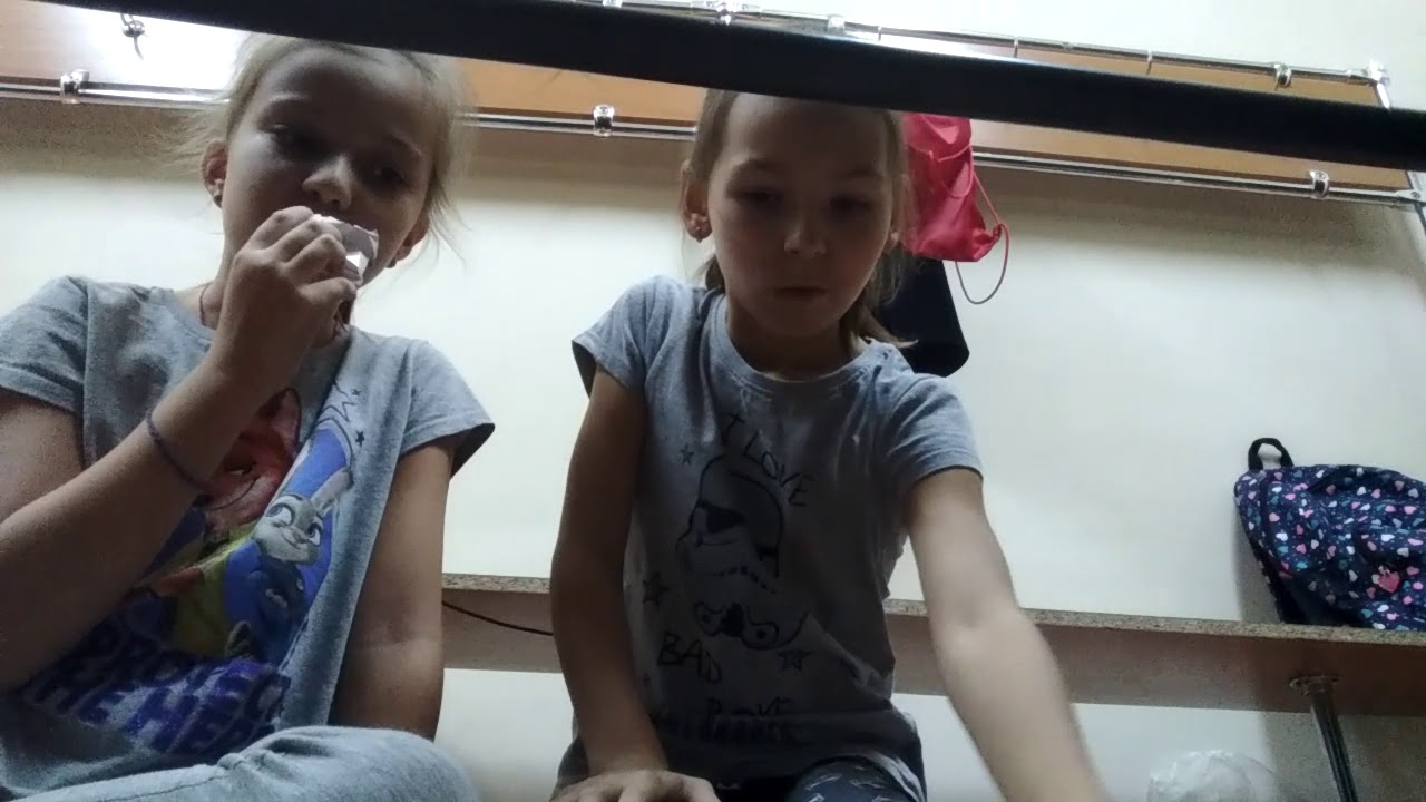 В школе видео в раздевалке