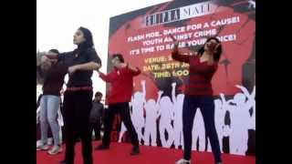 "Aaj Phatte Chak Lein De Performing FLASH MOB in Shipra Mall ""Youth Against Crime"""