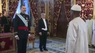 El embajador de Senegal, el general Mamadou Sow, entregó a S.M. el Rey sus cartas credenciales