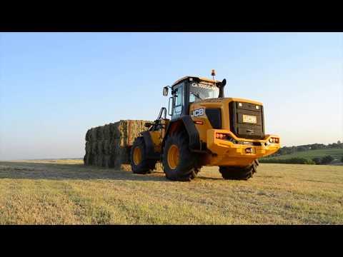 JCB 427 Agri loading hay // Ramassage balles carrées avec un JCB 427 Agri