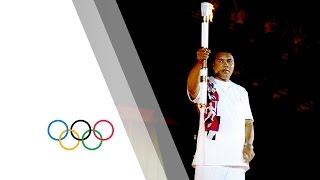 Download Video Muhammad Ali lights the the Olympic Flame at Atlanta 1996 MP3 3GP MP4