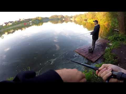 Школьники ловят рыбу...