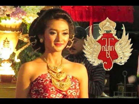 Busana PINJUNG GREBEK - Pakaian Tradisional Jawa Adat Kraton - Javanese Royal Outfits [HD]