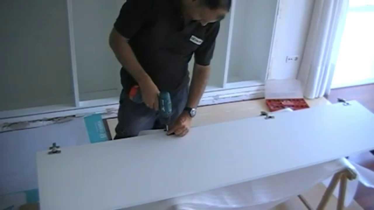 Poner una puerta de armario con bisagras de cazoleta youtube - Como pintar puertas de sapeli ...