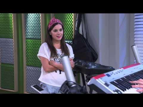 León canta ¨Podemos¨ | Momento Musical | Violetta