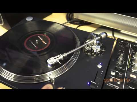 Stanton Str8 150 Scratch Turntables with DJ Tutor