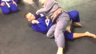 Knee cut guard pass variation details