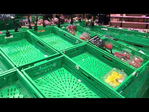 Coronavirus, supermercati presi d'assalto al Nord: scaffali vuoti e file di carrelli