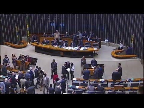 Deputados aprovam MPs do acordo com os caminhoneiros