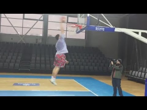 LaMelo and LiAngelo Ball test new home court in Lithuania | ESPN
