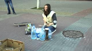 Самый лучший в мире уличный барабанщик.