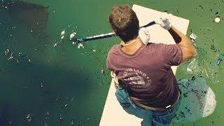 【穷电影】男子清理泳池的时候,发现底下有怪东西,看清后却把他吓到了