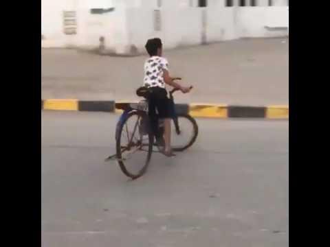 bisikletle drift yapan çılgın çocuklar