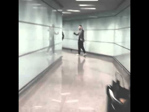 [FANCAM]140930 beijing airport by king.wu -Wu Yifan/Kris