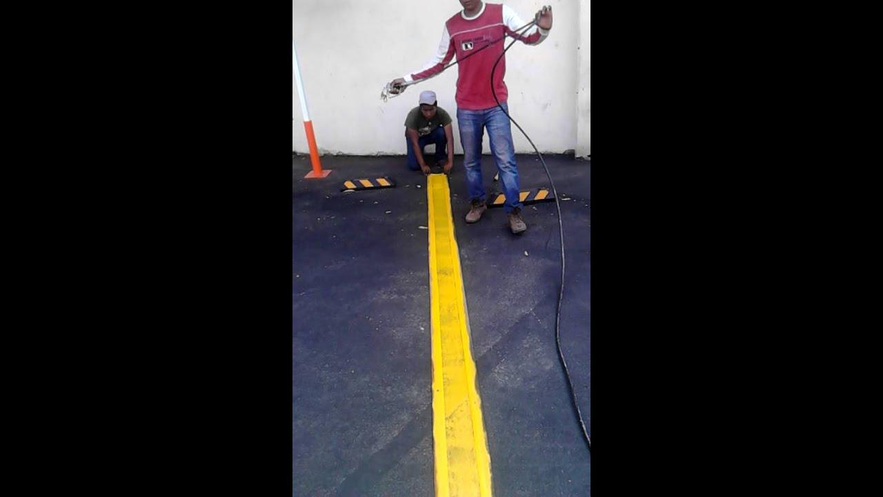 Pintado de lineas de estacionamiento con equipo Airless en
