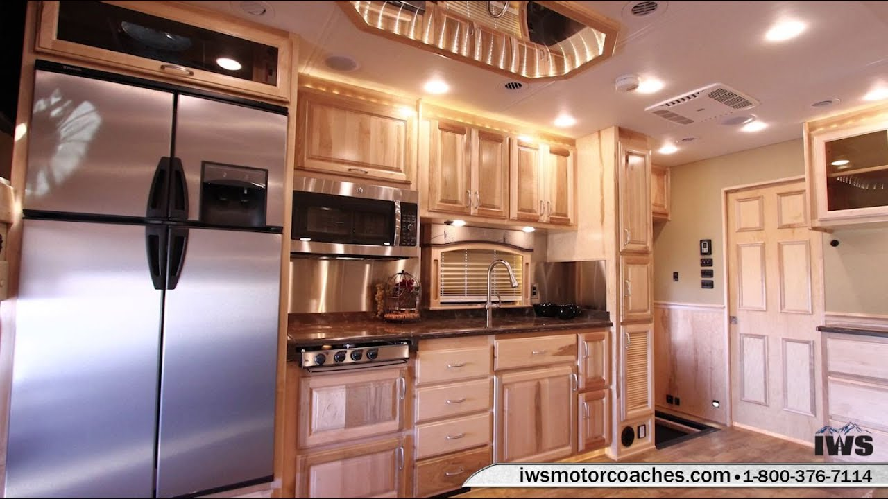 Iws Motor Coaches 2016 Renegade Classic Mid Entry Interior
