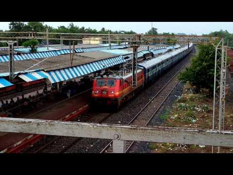 22897 Howrah-Digha Kandari Express accelerates through Andul with HWH WAP-4