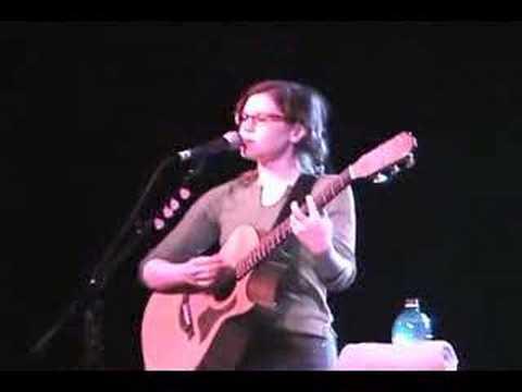 Lisa Loeb performing