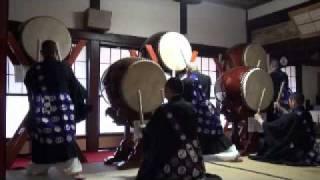 平成23年4月10日に、新潟県寺泊のお寺で太鼓演奏をしました.