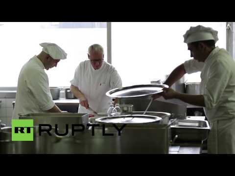 Serbia: Star chef Rudolph Van Veen feeds flood victims