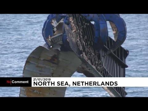 شاهد: انتشال عشرات الحاويات من قاع البحر في هولندا بعد شهر من فقدانها بسبب العاصفة …  - نشر قبل 7 ساعة