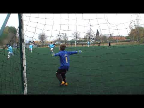 football u9 (8 ans) actions gardien de but Thomas premiere fois sur grand terrain  et cage u10