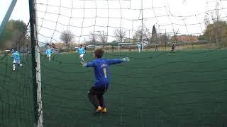 football u9 (8 ans) actions gardien de but Thomas premiere fois sur grand terrain  et cage u10