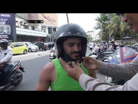 Bule Ini Tidak Mengerti Fungsi Helm Karena Tidak Ada Motor di Negaranya