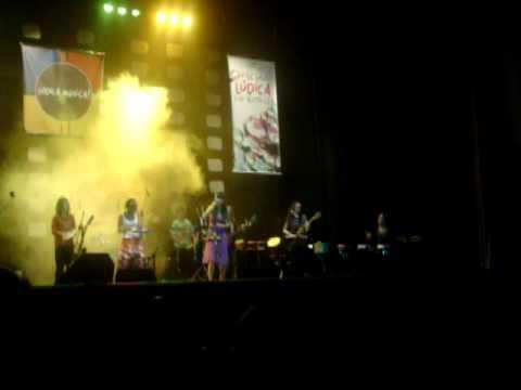 Mariada Tocando Viagem (Vanessa Da Mata) @ Cine Teatro Central - 29.05.2010