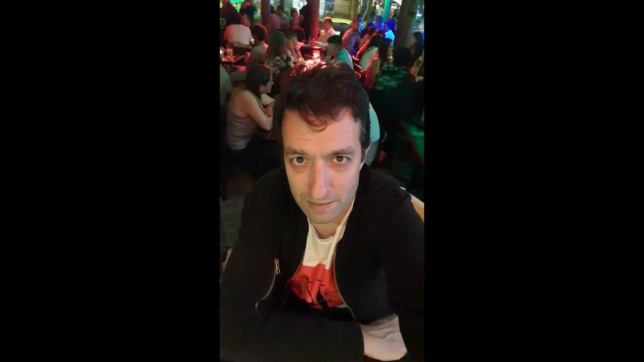 Un mimo en la calle de Pucon y en el bar del Mama's & Tapas