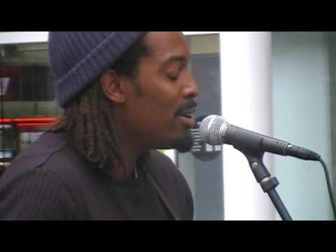 Street singer in monchester